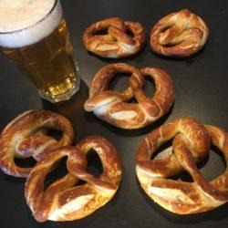 evg-enterrement-de-vie-de-garçon-garcon-cours-de-cuisine-chez-meme-alsace-colmar-mulhouse-selestat-bière-bretzel